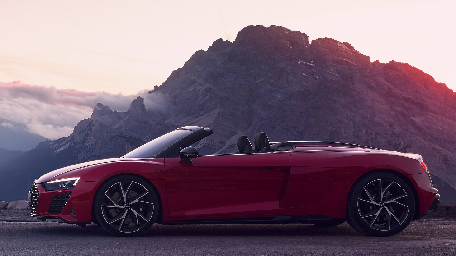 Side view Audi R8 Spyder V10 RWD