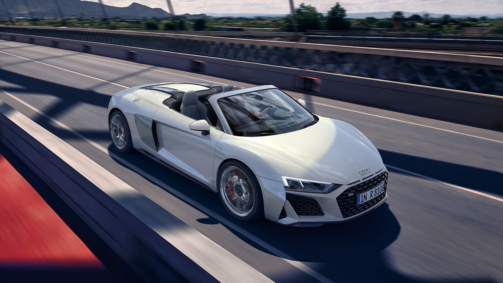 Audi R8 Spyder V10 quattro in motion